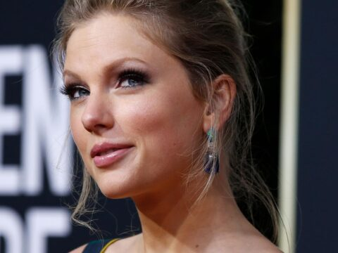 Taylor Swift donates $30,000 to pupil's UK college fund